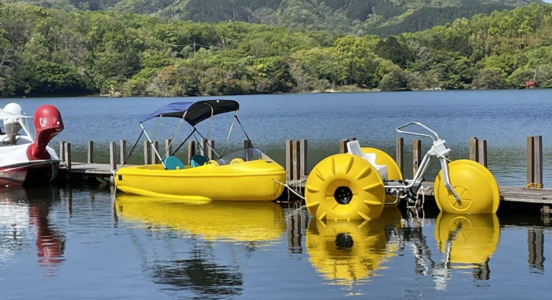 一碧湖で利用されているアクアサイクルとボートサイクル